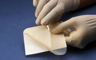 Правила эффективного использования повязок и пластырей при лечении трофических язв