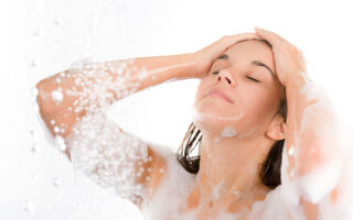 Как проявляется аквагенный зуд