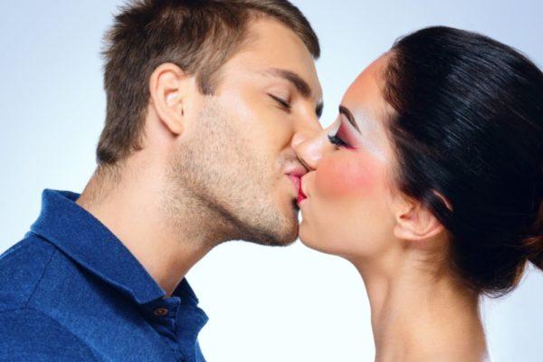 Передача вируса через поцелуй