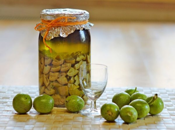 Настойка из молодых грецких орехов