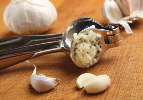 Приготовление компресса из чеснока