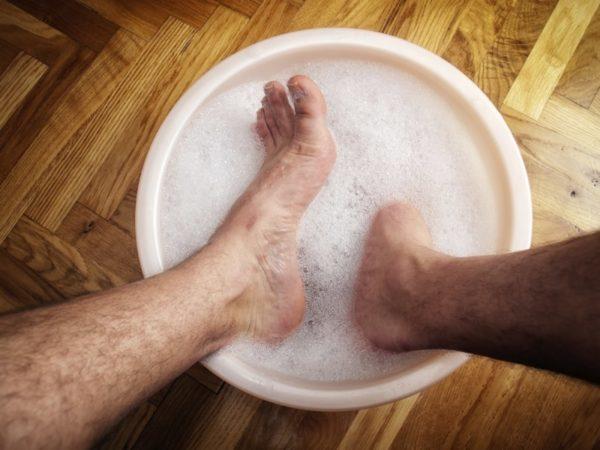 Ванночка для ног с мылом
