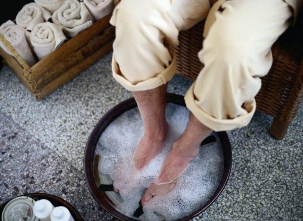 Ванночка с морской солью и йодом