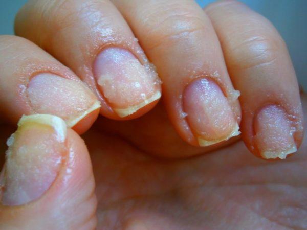 Нанесение крема для ногтей