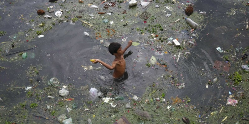 Загрязненный водоем