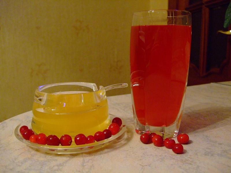 Мед и клюквенный сок