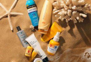 Нужно защищать кожу одеждой и солнцезащитным кремом