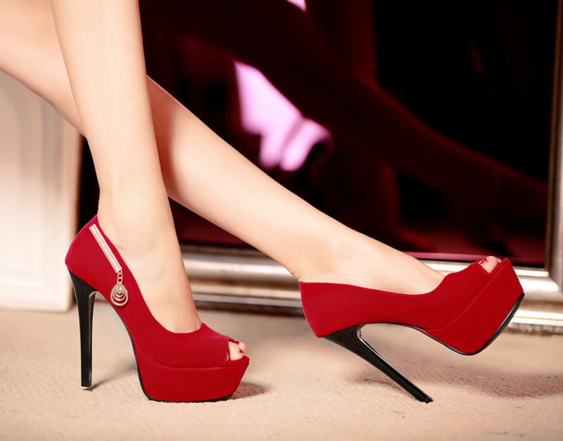 Женщины, часто использующие обувь на очень высоком каблуке